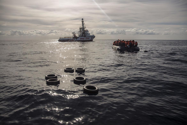 Migranti alla deriva nel Mediterraneo soccorsi dalla ong Open Arms nel dicembre 2018