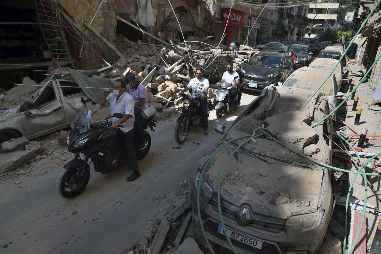 Una strada di Beirut dopo l'esplosione