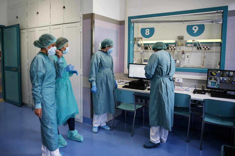 Infermieri al lavoro in un reparto Covid