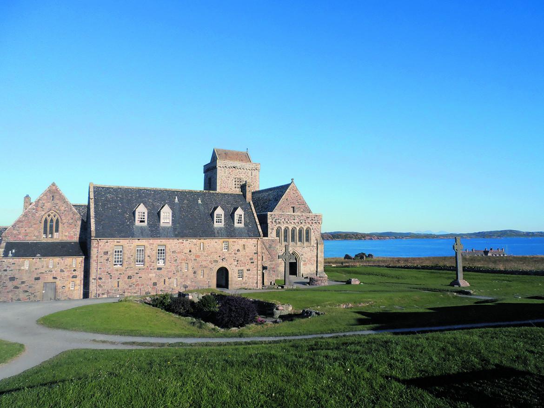 L'abbazia-biblioteca sull'isola di Iona