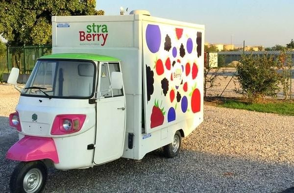 L'Ape con cui la start up Straberry vendeva frutta a km zero