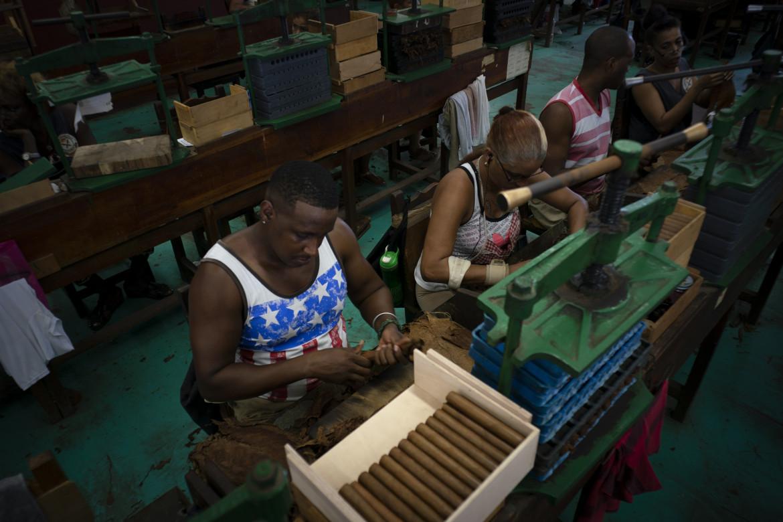 L'Avana, nella fabbrica di sigari La Corona