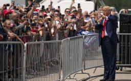 Trump semina il caos Votate due volte