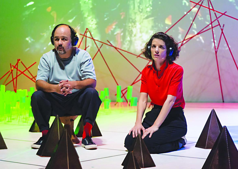 Txalo Toloza-Fernández e Laida Azkona Goni sul palco in «Tierras del Sud»