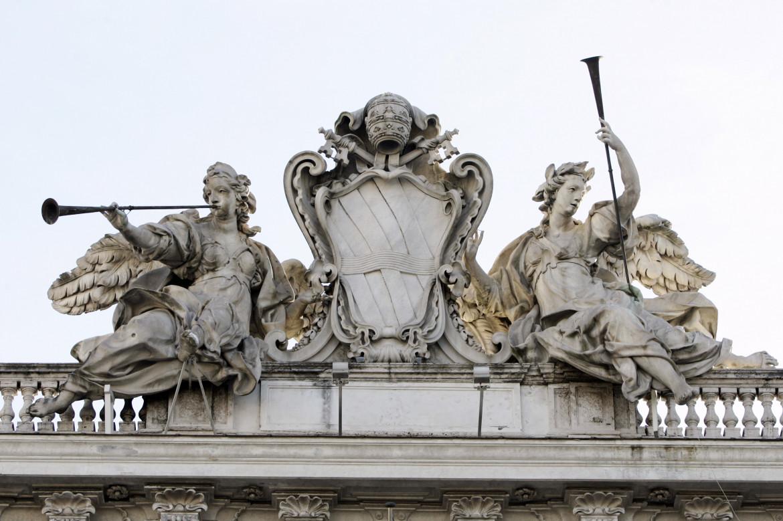 Un dettaglio della facciata del Palazzo della Consulta a Roma