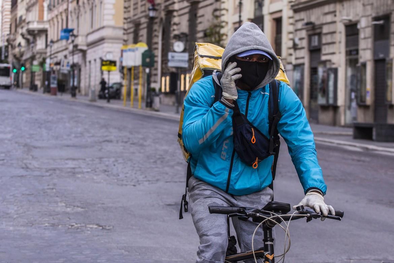 Un ciclofattorino al lavoro