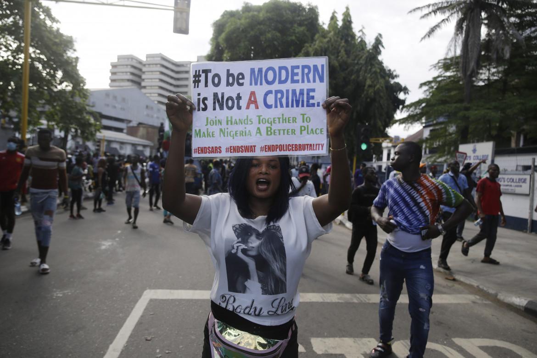 Lagos, 17 ottobre 2020, decimo giorno di mobilitazione contro la brutalità della polizia