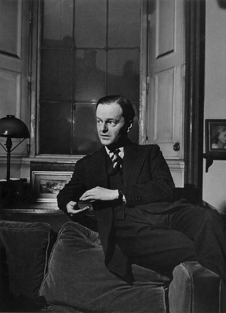 Kenneth Clark ritratto a Londra nel suo ufficio alla National Gallery nel 1942 dalla fotografa americana Lee Miller