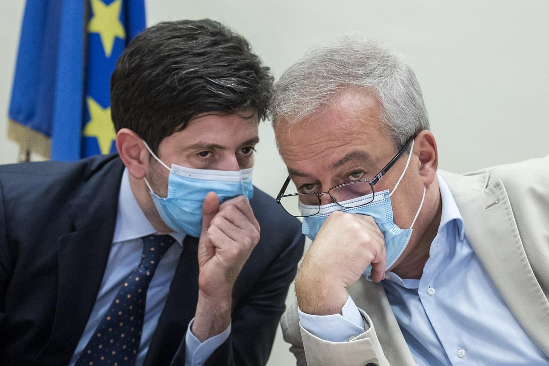 Il ministro della Salute, Roberto Speranza, e il presidente del Consiglio superiore di Sanità, Franco Locatelli
