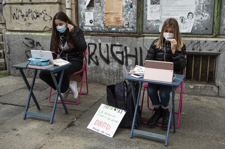 Torino, la protesta contro la didattica a distanza