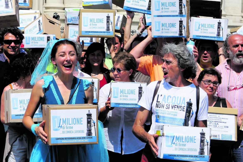 Manifestazione per l'acqua pubblica (foto di repertorio)