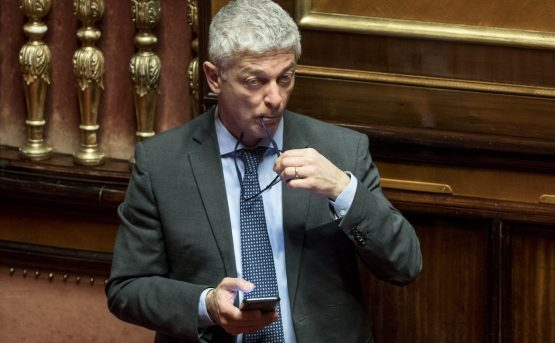 Nicola Morra sotto assedio Si dimetta dallantimafia