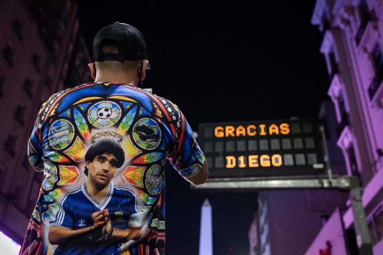 La città si ferma per rendere omaggio a Diego Armando Maradona