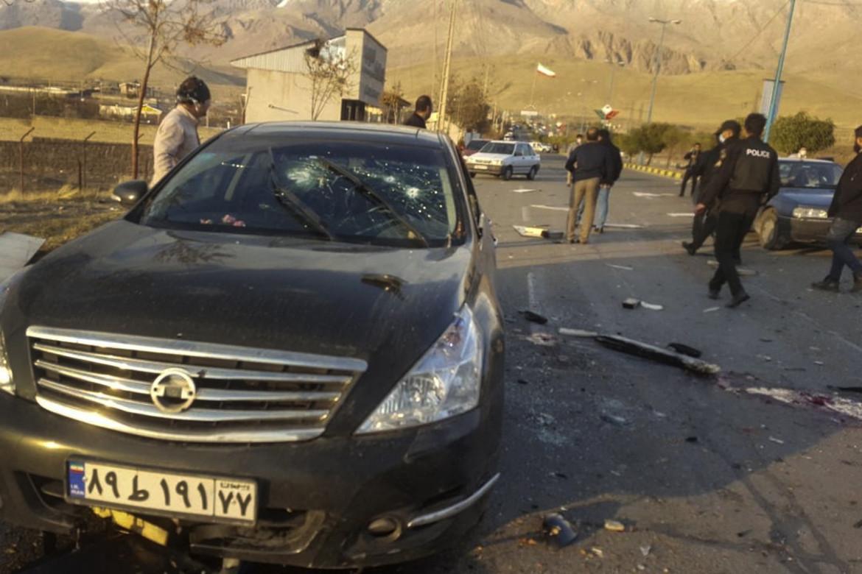 Il luogo dell'agguato a Mohsen Fakhrizadeh (foto in basso), nella cittadina iraniana di Absard