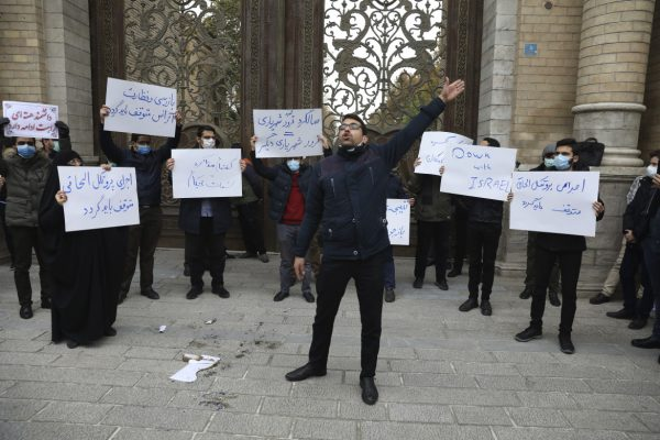 29est2-iran-proteste-foto-ap-135