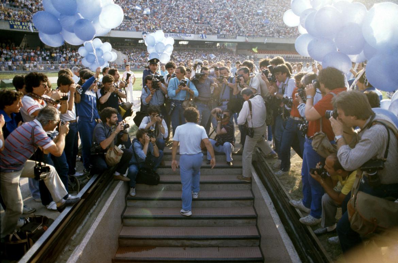 5 luglio 1984, la presentazione allo stadio san Paolo di Napoli