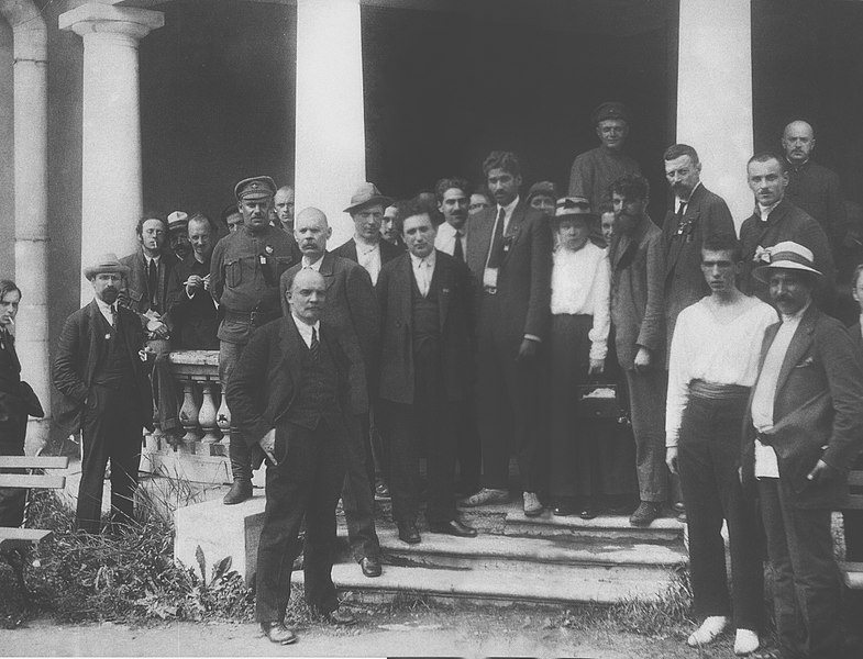 M.N. Roy (al centro, cravatta nera) con Lenin e Gorkij al Secondo Congresso dell'Internazionale comunista a Pietrogrado (1920)
