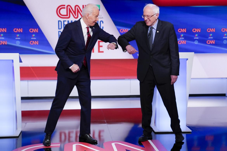 Il presidente Biden con l'esponente Democratico Sanders