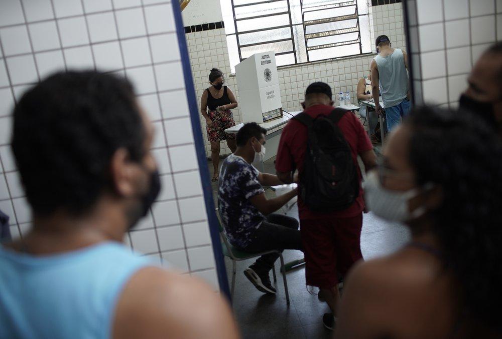 Un seggio di Rio de Janeiro durante il ballottaggio di domenica 29 novembre