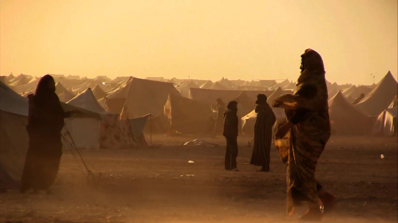 Saharawi nel campo della pace situato all'interno dei territori occupati dal Marocco