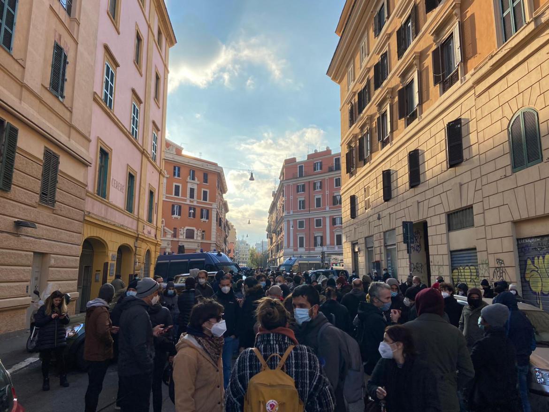Lo sgombero dell'ex cinema Palazzo nel quartiere di San Lorenzo a Roma il 25 novembre 2020