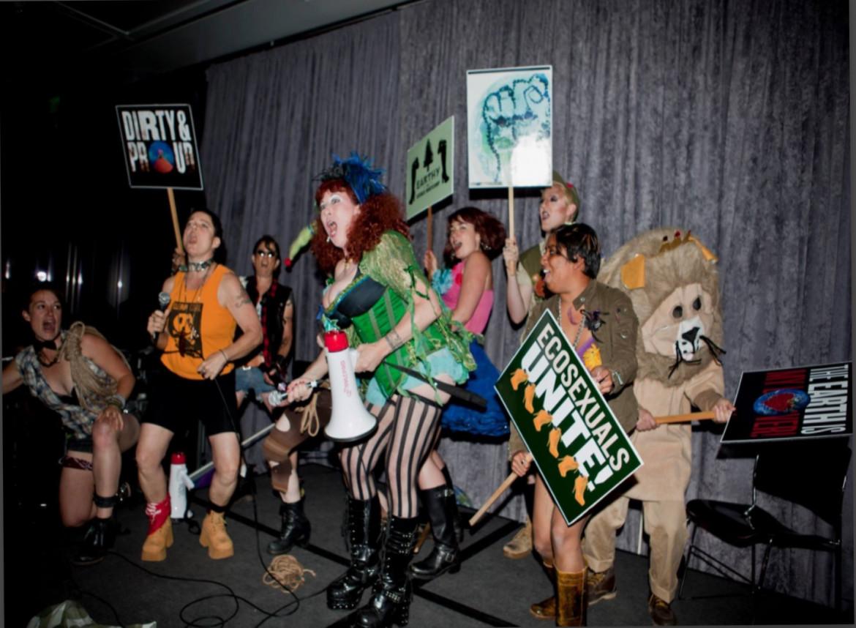 Ecosexual Performance, Annie Sprinkle e Beth Stephens, SF Moma, 2013.