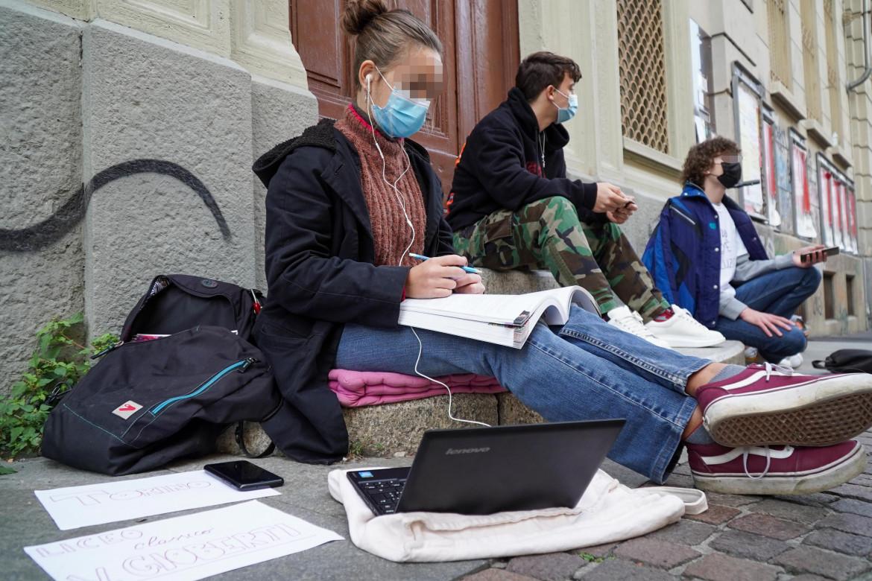 La protesta contro la didattica a distanza a Torino