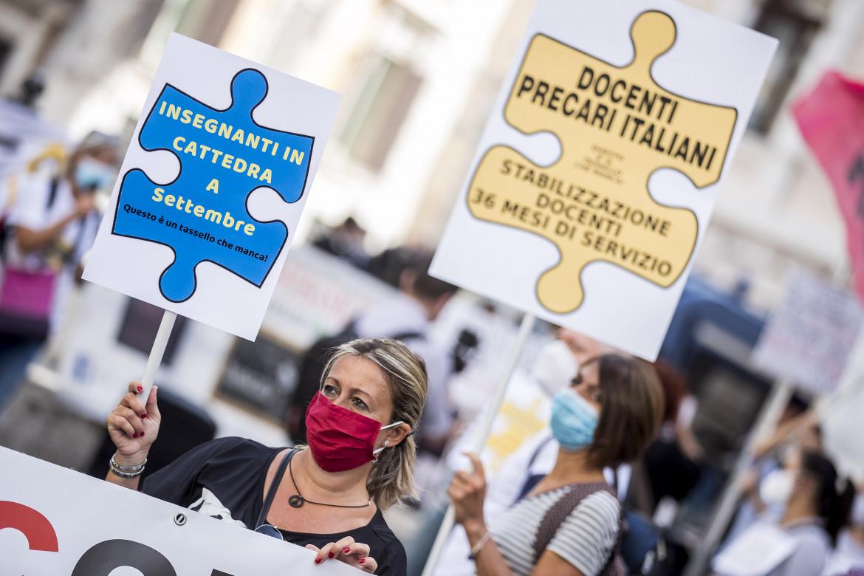 La protesta dei docenti e personale precario della scuola