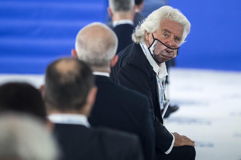 Beppe Grillo con la mascherina