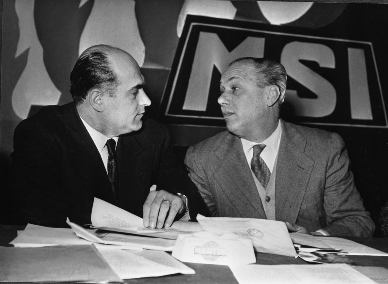 9 ottobre 1954, Junio Valerio Borghese (a destra) e Pino Romualdi al congresso del Msi di Viareggio