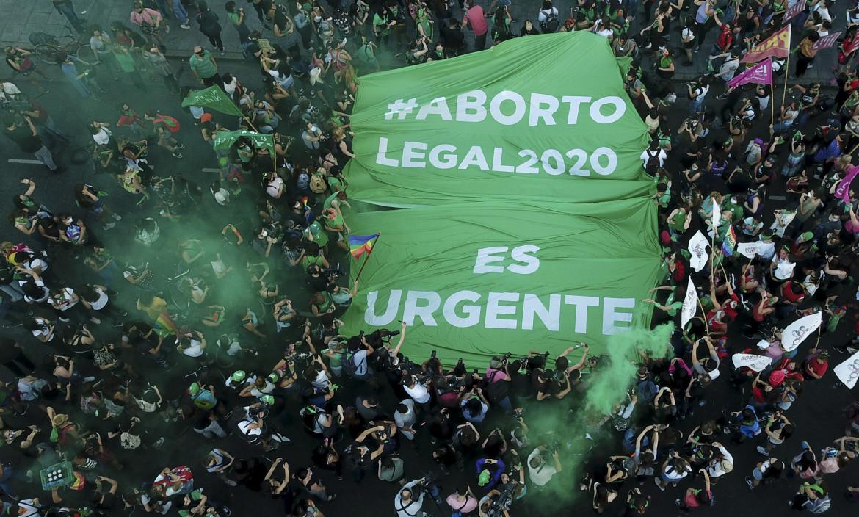 Buenos Aires, 18 novembre. Il movimento dei fazzoletti verdi in piazza a sostegno della legalizzazione dell'aborto