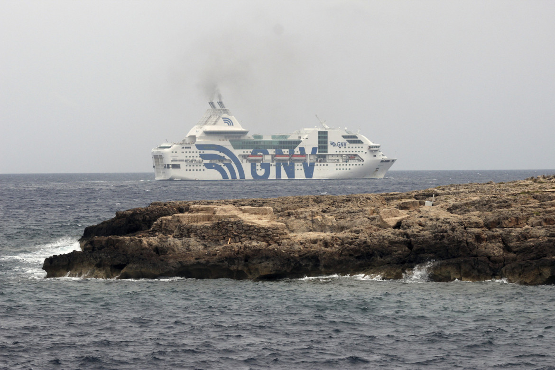 La nave-quarantena «Rhapsody» della Gnv a largo di Lampedusa