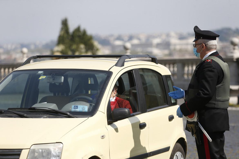 Controlli per le strade sul rispetto delle regole anti-Covid