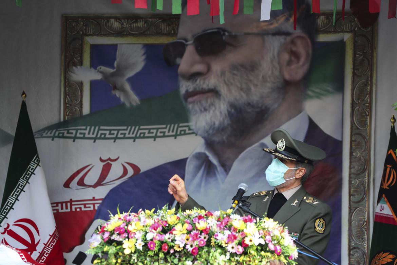 I funerali per Mohsen Fakhrizadeh, lo scienziato nucleare ucciso