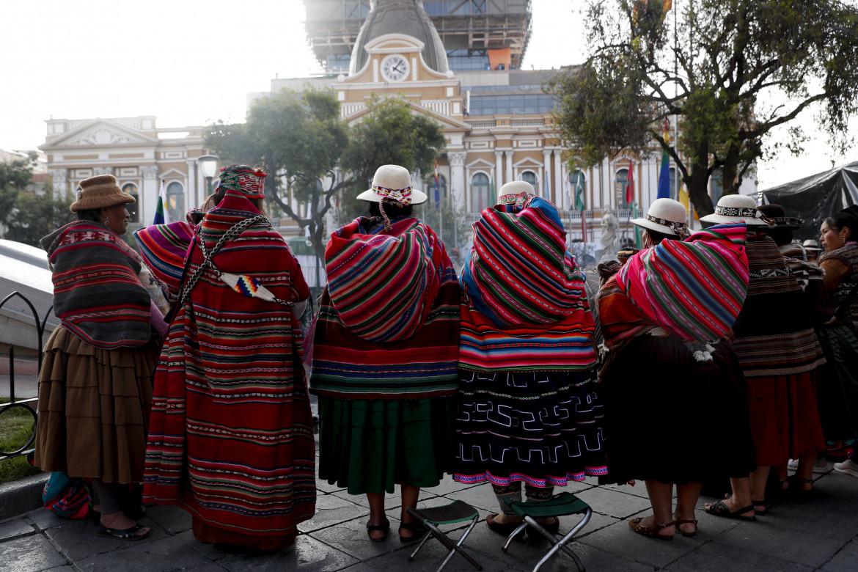 Cerimonia indigena davanti al Congresso a La Paz durante il giuramento del presidente Arce