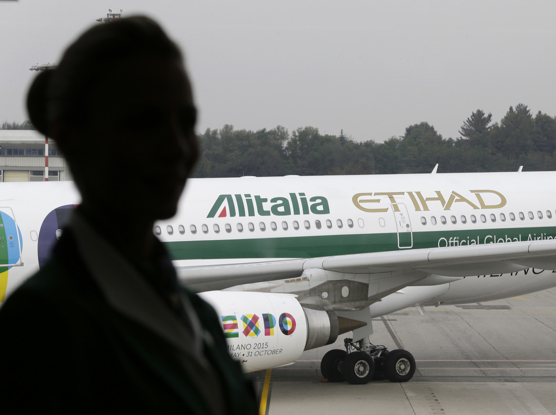 Un aereo Alitalia sulla pista di Malpensa