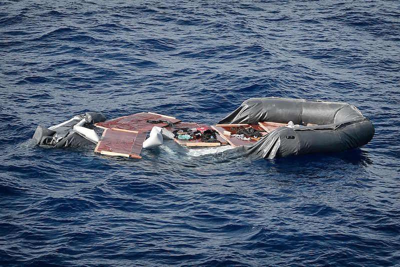 Gommone affondato nel Mediterraneo