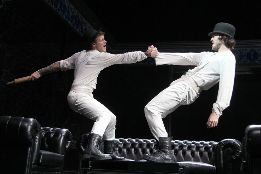 Una rappresentazione teatrale tratta da «I fratelli Karamazov», regia di Konstantin Bogomolov, Teatro d'Arte di Mosca, 2013