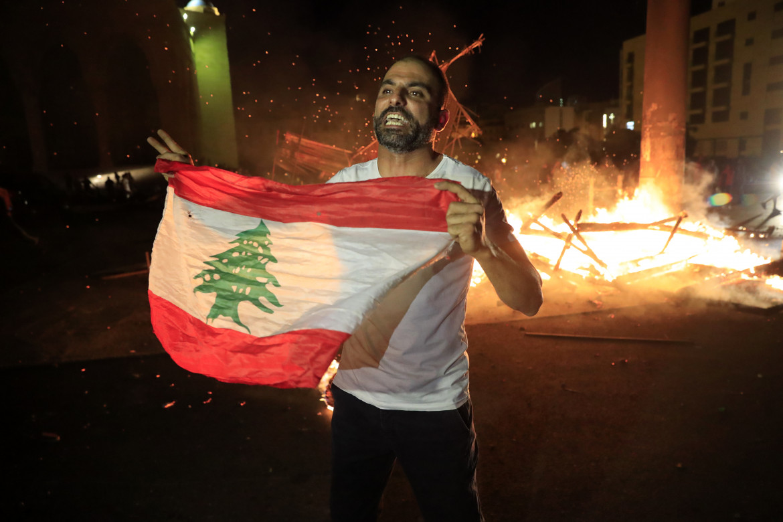 Beirut, esplode la rabbia all'annuncio dell'incarico a Saad Hariri per formare il suo quarto governo