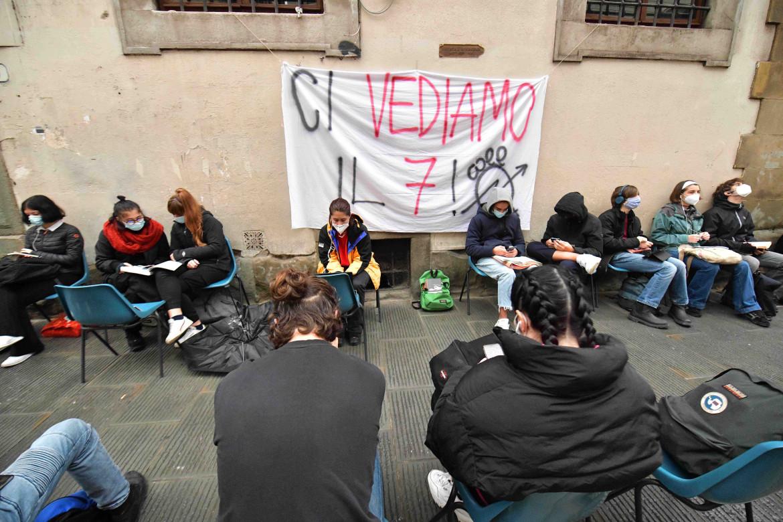 Manifestazione degli attivisti di Priorità alla Scuola