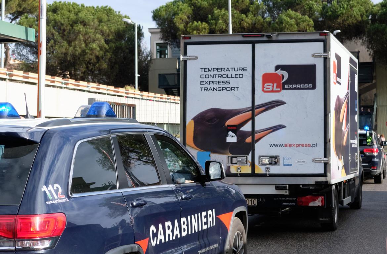 Furgone con il vaccino scortato dai carabinieri