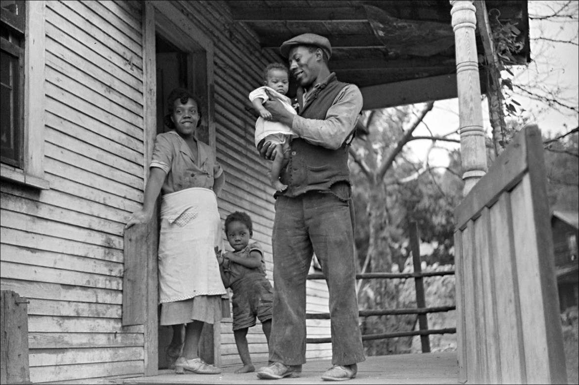 «Coal miner, his wife and two of their children. Bertha Hill, West Virginia, 1938», foto Library of Congress