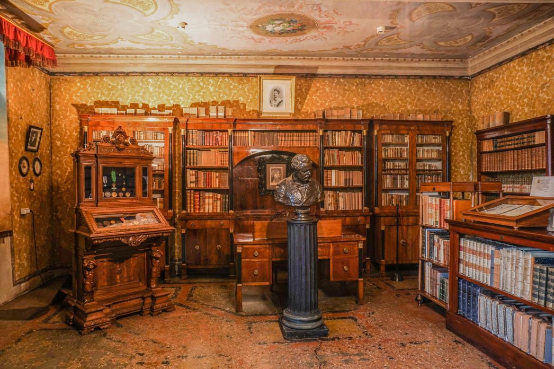 Casa Carducci a Bologna, veduta della biblioteca, foto di Andrea Samaritani