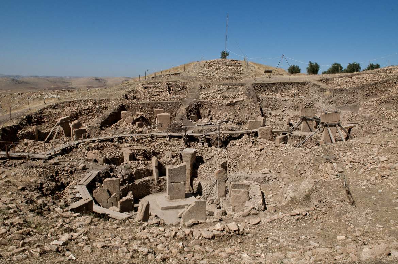 Il sito archeologico  di Göbekli Tepe («collina tondeggiante»),  a nord-est della città  di Sanliurfa, in Turchia