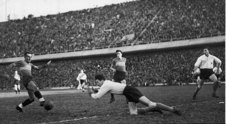 L'edizione 1940  del «Superclásico»,  la sfida tra Boca Juniors  e River Plate, le due principali squadre  di Buenos Aires