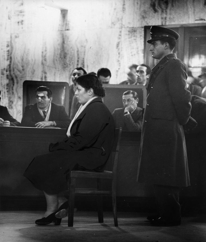 Caterina Fort detta Rina durante il processo presso la Corte d'assise di Milano, 1950,  per la strage commessa nel 1946