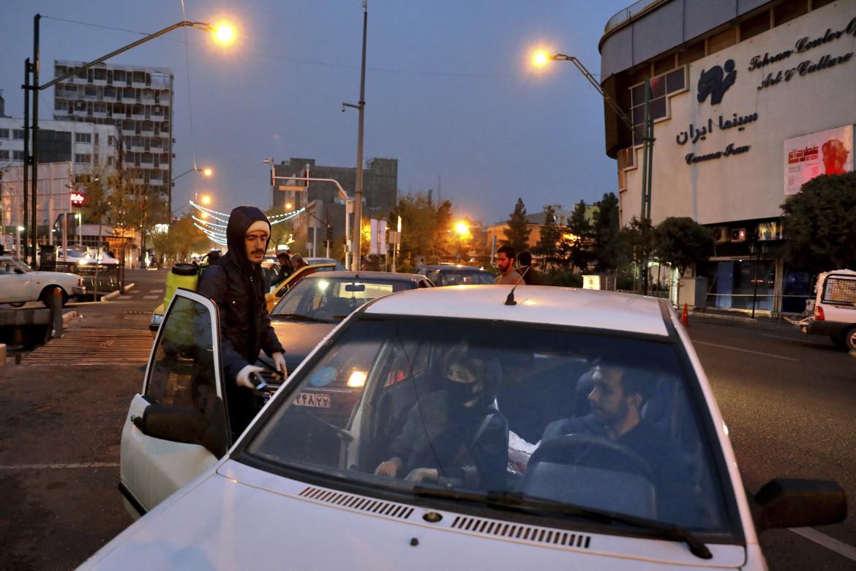 Sanificazione anti-Covid a Teheran, a cura delle Guardie rivoluzionarie e di volontari delle forze Basij