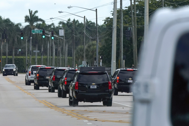 West Palm Beach, Florida, 28 dicembre 2020. Il presidente uscente si dirige verso il Trump International Golf Club