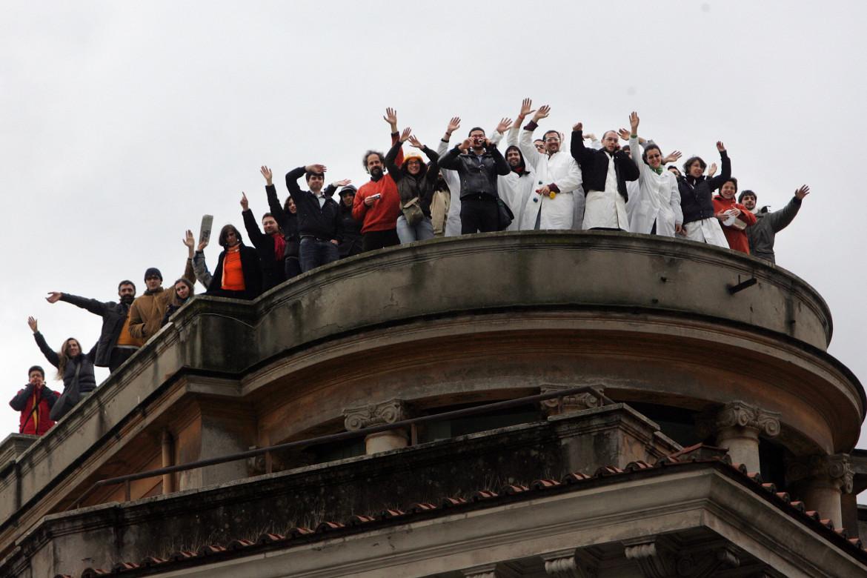 Roma, 2010. L'occupazione dei tetti dell'università di architettura dap arte dei ricercatori