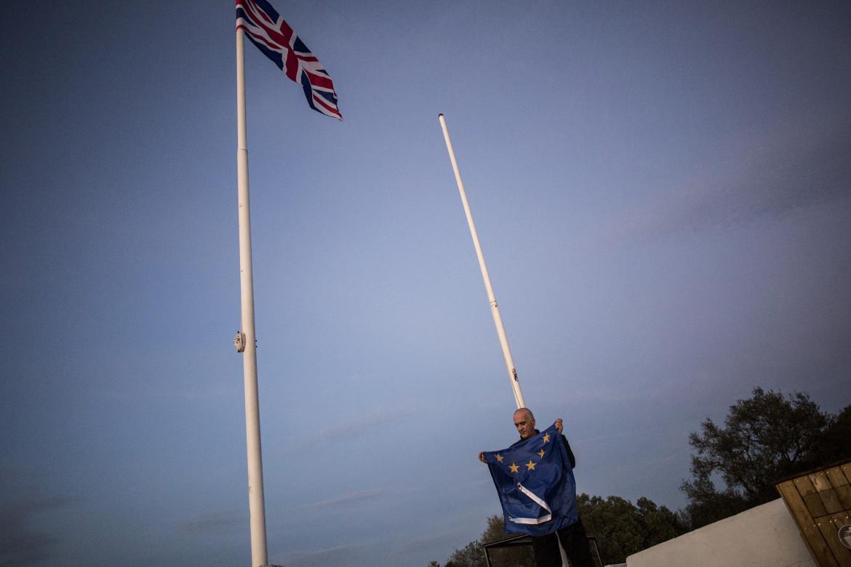 La bandiera della Ue ammainata a Gibilterra